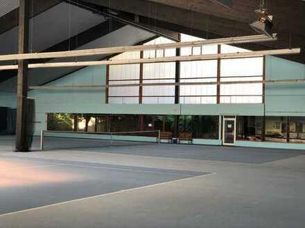 Sehr gepflegte Tennishalle zu vermieten als Showroom/ Ausstellungshalle oder nur Lagerhalle
