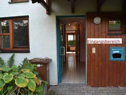 Gepflegtes Reihenhaus mit fünf Zimmern und EBK in Ditzingen