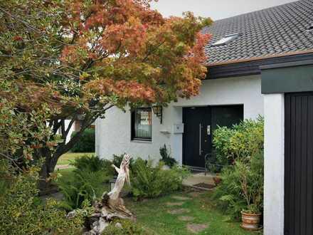 Top Gelegenheit - Vielseitig nutzbares Zweifamilienhaus mit unverbaubarer toller Aussichtslage