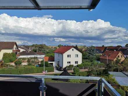 Helle 2, 5 Zimmer DG-Wohnung mit Balkon und EBK
