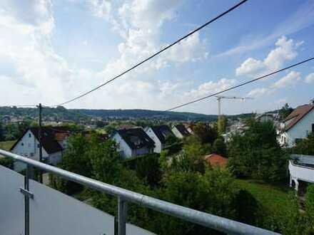 Neuwertige 5,5 Zimmer-Maisonette-Eigentumswohnung mit großem Balkon in wunderschöner Aussichtslage