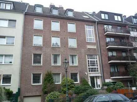 ! Dachgeschosswohnung mit Sonnenbalkon in Düsseldorf-Oberkassel sucht neue Mieter !