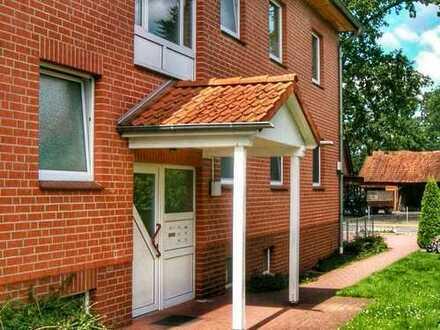 Sonnige vier Zimmer Wohnung m. Terasse und Gartenteil