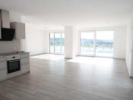 *** Penthouse: 4-Zimmer mit 90 qm großer Dachterrasse, 2 Stellplätzen und EBK ***