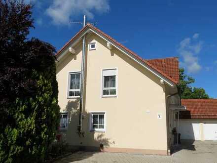 Doppelhaushälfte mit Garten und Einzelgarage in Jengen