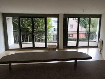 Moderne, großzügige, helle Stadtwohnung mit EBK und großem Balkon in bester Lage in Fellbach