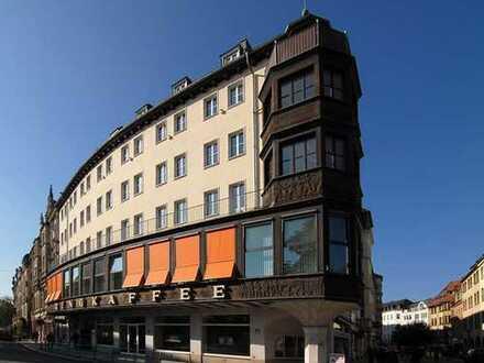 Geräumige 4 Zimmer-Wohnung im Zentrum mit Fahrstuhl und Einbauküche!