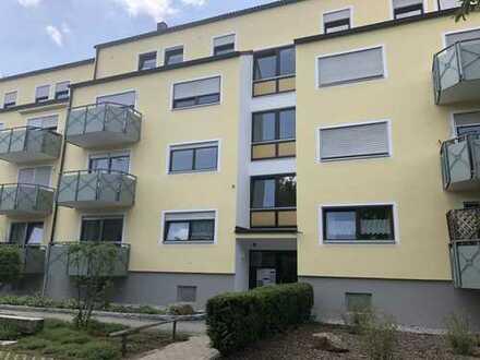 Stilvolle, ruhige und neuwertige 2-Zimmer-Wohnung mit Balkon, Einbauküche und Tiefgarage