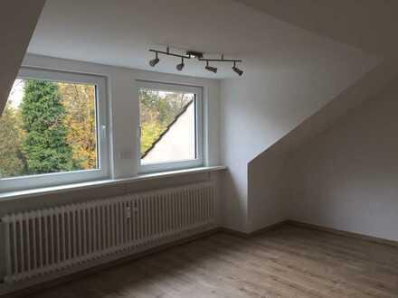 Vollständig renovierte 2-Zimmer-DG-Wohnung mit Einbauküche in Herne