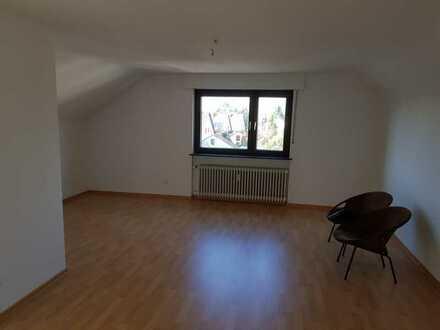 Gepflegte Dachgeschosswohnung mit zwei Zimmern in Mutterstadt