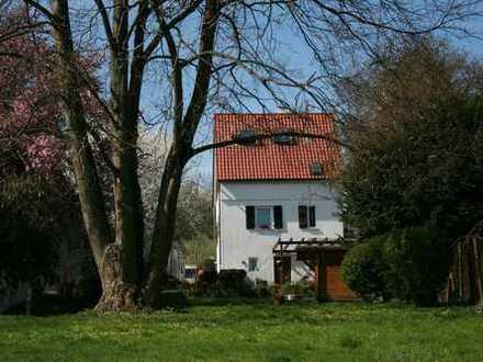 Romantisches Haus mit Garten