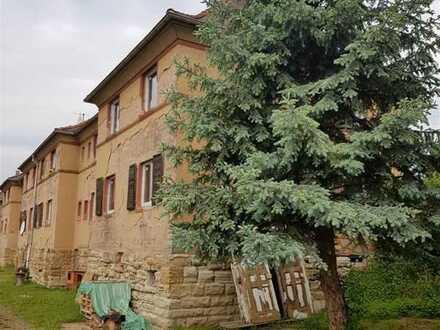 Teilsaniertes Mehrfamilienhaus mit solider Bausubstanz zur Sanierung !