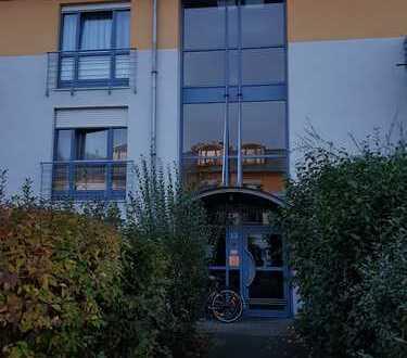 Helle 1 - Zimmer Wohnung (Bachelor) mit West-Balkon