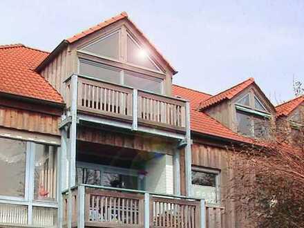 Moderne Grosse Dachgeschosswohnung in Landhaus: 3/4 Zimmer, Weite Aussicht & Viel Raum