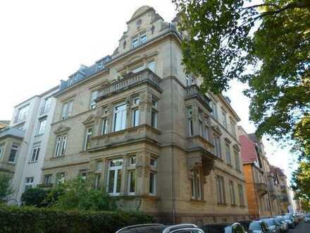 Sanierte 3-Zimmer-DG-Wohnung mit hohen Decken an der Beiertheimer Allee