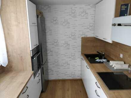 Stilvolle, vollständig renovierte 2-Zimmer-Wohnung mit Balkon und EBK in Nürtingen