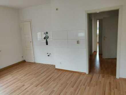 !! 1 MONAT KALTMIETFREI !! Sanierte 2 Zimmer-Wohnung mit Balkon - ab sofort frei !!