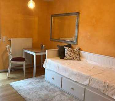 Hübsches helles Zimmer zwischen Tübingen und Herrenberg zu vermieten