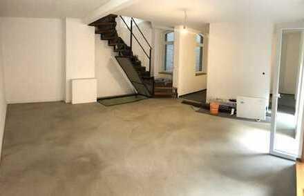 kernsanierte 3-Zimmer Maisonette Wohnung mit Hof und Terrasse