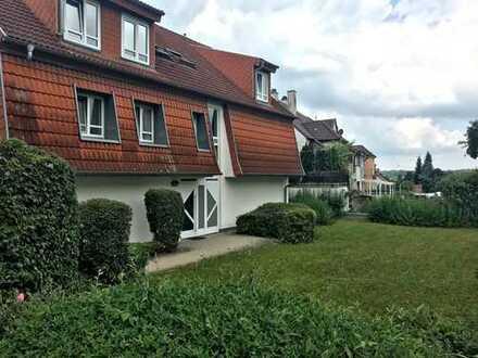 Gepflegte 2-Zimmer-DG-Wohnung für stadt- und autobahnnahes Wohnen