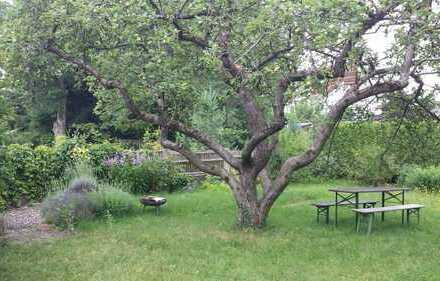 Grundstück im Grünen/älteres Zweifamilienhaus 