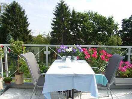 Gepflegte 2-Zimmer-Maisonette-Wohnung mit Balkon, Einbauküche und Einbauschrank in Langenfeld
