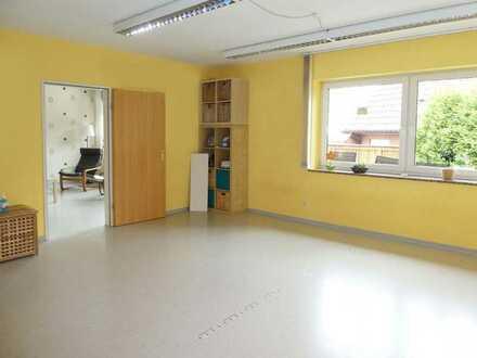 AUMÜLLER-Immobilien- Attraktive Büroräume mit großer Garage in zentraler Lage von Wächtersbach-Stadt