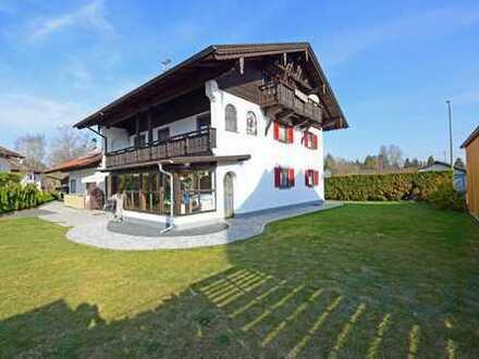 Kapitalanlage! Großzügiges Wohnhaus mit Garagen und großer Hoffläche in Peiting