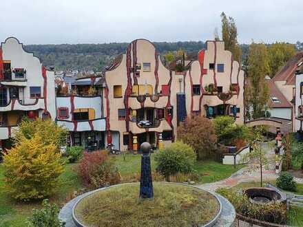 *Wohnen unterm Regenturm* Frisch renovierte 2-Zimmer-Wohnung im Hundertwasserhaus zu vermieten!