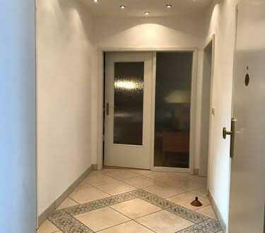 Exklusive, geräumige und neuwertige 2-Zimmer-Wohnung mit Balkon und Einbauküche in Hannover