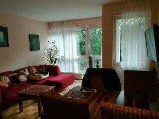 Ich w.(40) suche eine nette, ruhige Mitbewohnerin (30-45) für ein 3 Zimmer Wohnung . Katzenliebhaber