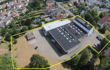 Gepflegte Gewerbeimmobilie mit Hallen- und Büroflächen