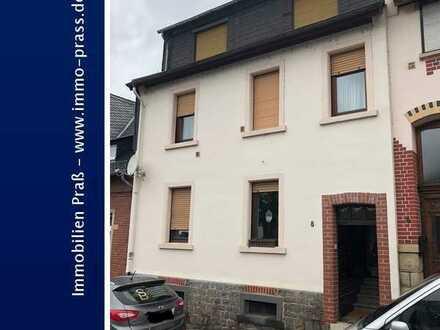 Top-Gelegenheit! Reihenmittelhaus mit zusätzlicher Wohnung im Dachgeschoss zu verkaufen.