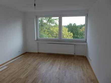 H-BULT, Erstbezug nach Renovierung - charmante 2,5-Zimmer-Whg., ca. 69 m² Wohnfl., mit EBK + Balkon