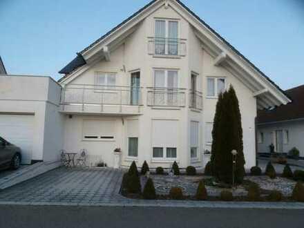 Gepflegte 3-Zimmer-Dachgeschosswohnung mit Dachterrasse und Einbauküche in Empfingen