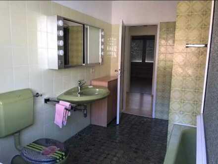 Biete 2 WG Zimmer in Zweifamilienhaus