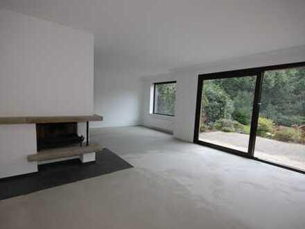 Helle, neu sanierte 2-Zimmer-EG-Wohnung mit Terrasse in ruhiger, waldnaher Lage
