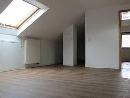 Schöne lichtdurchflutete 2,5-Zimmer DG-Wohnung in Bietigheim-Bissingen