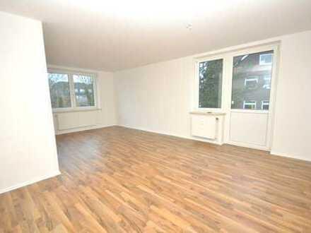 Sie suchen eine großzügige renovierte 2-Zimmer-Wohnung, die sich im Zentrum befindet?