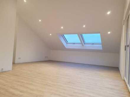 Geräumige, neuwertige 2-Zimmer-Dachgeschosswohnung mit gehobener Innenausstattung in Wettstetten