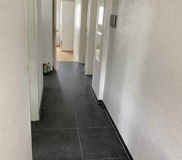 Erstbezug nach Sanierung: Helle 4,5-Zimmer-EG-Wohnung mit Einbauküche und Balkon in Deizisau
