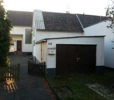 Schönes Haus mit sechs Zimmern, Garage und Nebengebäude in Köln, Roggendorf/Thenhoven