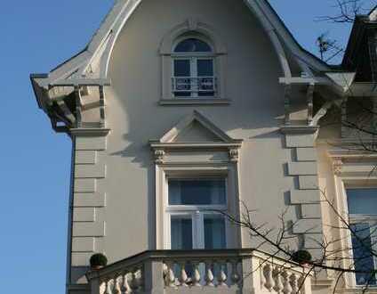 Sanierte Altbauwohnung mit fünf Zimmern, Balkon und Privatgarten im Villenviertel Bad Godesbergs