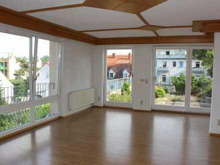 Tolles Einfamilienhaus mit großer Dachterrasse und Einbauküche im Stadtzentrum zu vermieten !!!