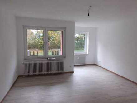 Gut aufgeteilte 3 - Zimmerwohnung mit Badewanne und Balkon frisch renoviert !!!