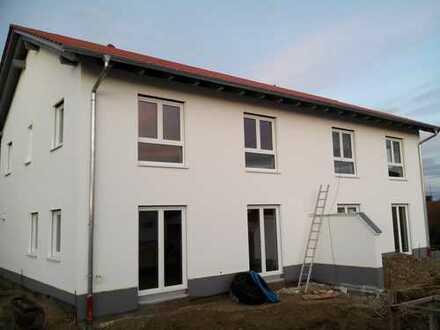 Schönes, geräumiges Haus mit vier Zimmern im Landkreis Augsburg, Scherstetten