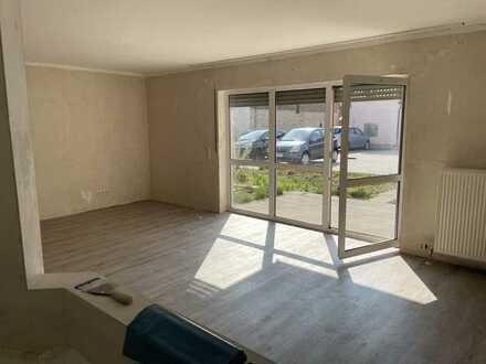 Helle, renovierte Wohnung mit Terrasse und kleinem Garten
