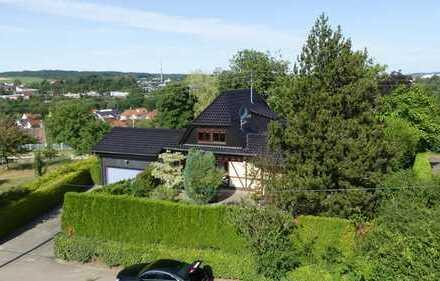 Traumhaft schönes Einfamilienhaus mit mediterranem Garten und Doppelgarage. Urlaubsfeeling pur !