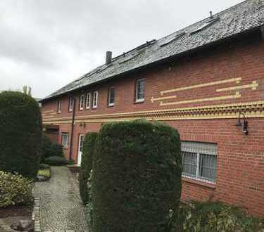 Stilvolle, gepflegte 2-Zimmer-Dachgeschosswohnung mit Einbauküche in Schönefeld