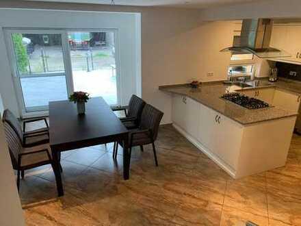 Gepflegte 4-Zimmer-Maisonette-Wohnung mit Balkon und Einbauküche in Ubstadt-Weiher